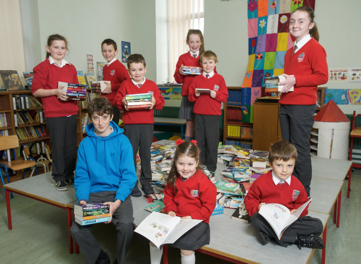 Munster 2014 champion, and All-Ireland finalist in the Eason's Spelling Bee competition Jack Feeney, a past pupil at Inch NS, returned to his Alma Mater to deliver his prize of €3000 of books to the school library. He is photographed with pupils, back from left; Jenna Chapman, Dylan Harvey, James Killeen, Ciara Hurley, Evan Clancy and Elizabeth Egan with Aoibhinn Barry and Paul Clancy at front. Photograph by John Kelly.